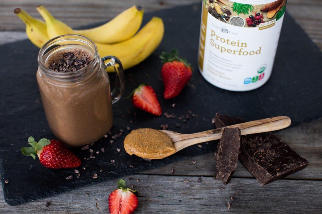 Chocolate PB & J Smoothie Recipe - Amazing Grass